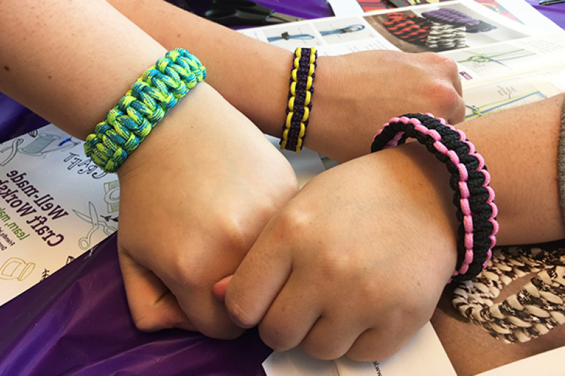 Well-made craft workshop - paracord bracelets